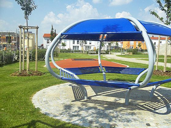 poing schach und boden trampolin spielplatz im poinger. Black Bedroom Furniture Sets. Home Design Ideas