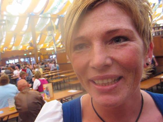 Wiesn-Bedienung Michaela