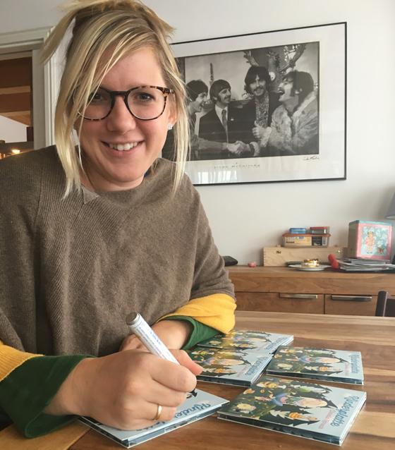 claudia koreck signiert ihre kinderplatte f rs samstagsblatt ich w nsche allen viel spa. Black Bedroom Furniture Sets. Home Design Ideas