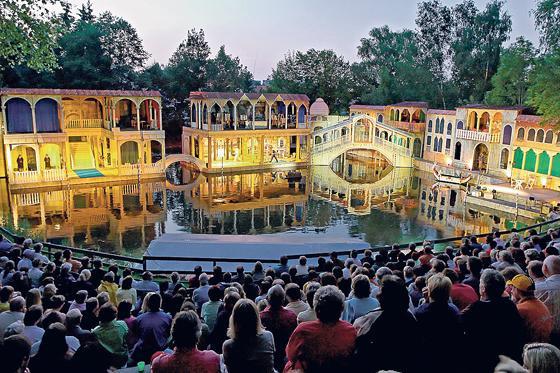 Der Theaterverein Markt Schwaben lädt zum großen Festwochenende ein ...